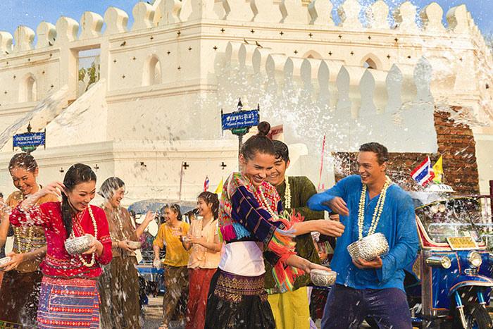 ปีนี้ ททท.รณรงค์ ชวนแต่งไทยไปเล่นน้ำงานสงกรานต์(ภาพ : ททท.)