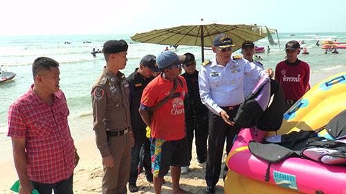เพชรบุรีเปิดศูนย์บริการให้ความช่วยเหลือนักท่องเที่ยวที่ชายหาดชะอำ
