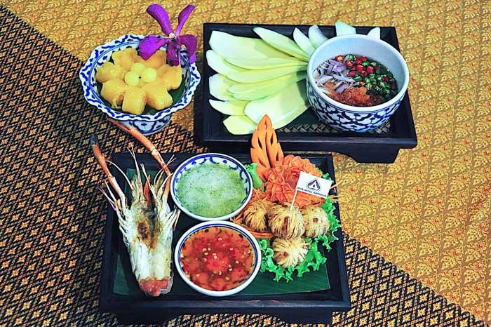 """ชวนออเจ้ามาอร่อยกับสำรับอาหารไทยชุด """"บุพเพสันนิวาส"""" ที่ รร.เอเชีย กรุงเทพ"""