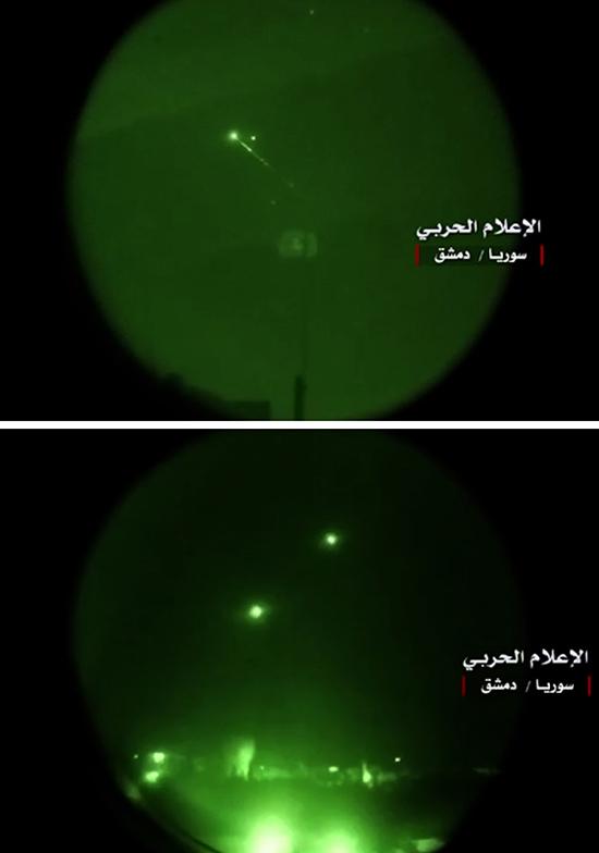 ภาพสองภาพที่เผยแพร่จากทวิตเตอร์ Central War Media ของกลุ่มฮิซบอลเลาะห์แสดงให้เห็นภาพแสงไฟที่ลุกวาบขึ้นเหนือกรุงดามัสกัส โดยมองจากกล้องมองกลางคืน