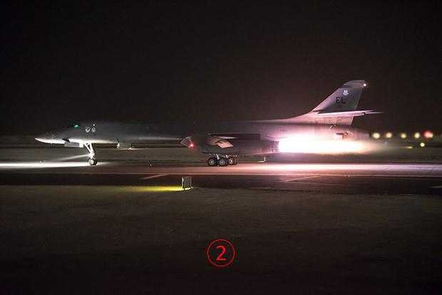 <br><FONT color=#00003>ภาพนี้เผยแพร่ในทวิตเตอร์ คืนวันเสาร์ 13 เม.ย.เช่นกัน B-1B ลำหนึ่ง กำลังขึ้นจากสนามบิน อัล อูดีด (Al Udeid Air Base) ประเทศกาตาร์ เพื่อไปปฏิบัติการเหนือซีเรีย กระทรวงกลาโหมรัสเซียที่เฝ้าจับตาดูอย่างใกล้ชิด แถลงว่าทั้งสองลำบินเข้าใกล้สนามบิน อัล ตานัฟ (al-Tanft) ทางตอนใต้ของซีเรีย และ ทิ้งระเบิด GBU-38 JDAM -- แท้จริงแล้ว เป็นการปล่อยจรวดนำวิถี ล่องหน JASSM-ER ไปโจมตีเป้าหมายในกรุงดามัสกัส แต่ระบบตรวจจับของรัสเซียมองไม่เห็น. </a>