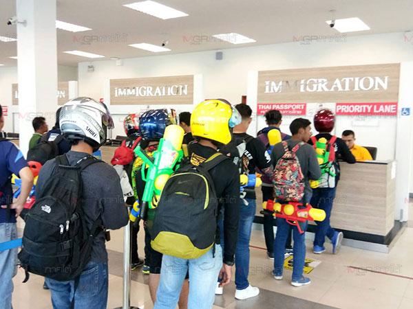 นักท่องเที่ยวต่างชาติทยอยเดินทางกลับหลังหมดสงกรานต์ คาดไม่ต่ำกว่า 16,000 คน