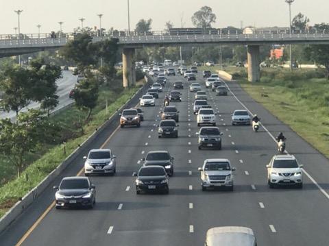 ทยอยเดินทางกลับ ทำการจราจรผ่านเมืองกรุงเก่ามีรถสะสมชะลอตัว