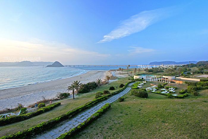 บรรยากาศยามเช้าที่หาดส่วนตัวของโรงแรม นิชินากาโตะ รีสอร์ท