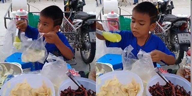 ชื่นชมเด็ก ป.4 ช่วยแม่ขายไส้กรอก โซเชียลแห่แชร์พิกัดอุดหนุนเด็กดีอนาคตชาติ