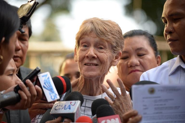 ซิสเตอร์ แพทริเซีย ฟ็อกซ์ แม่ชีชาวออสเตรเลีย ให้สัมภาษณ์ต่อสื่อมวลชนหลังได้รับการปล่อยตัวจากสำนักงานตรวจคนเข้าเมืองในกรุงมะนิลา เมื่อวันที่ 17 เม.ย.