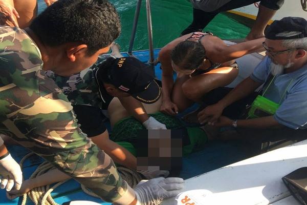 สลด! นักท่องเที่ยวหญิงบรูไนวัย 60 เป็นลมขณะเล่นน้ำ เสียชีวิตที่เกาะไก่