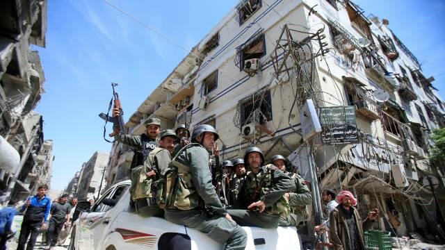 """ทีมตรวจสอบ """"องค์การห้ามอาวุธเคมี"""" มาถึงเมืองดูมาของซีเรียแล้ว"""