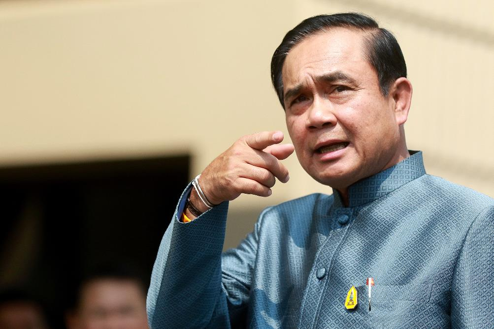 """การเมืองไทยกับ """"จุดพลิกผัน"""" ในอนาคต"""