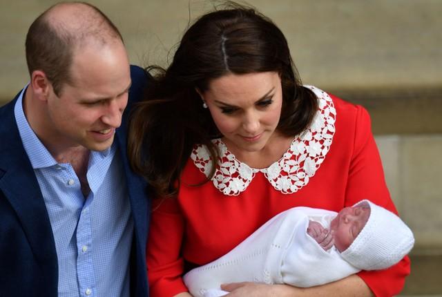 In Pics & Clips:น่ารักน่าชัง!!ยลโฉมครั้งแรก'พระพักตร์รูปงาม'เจ้าชายน้อยองค์ใหม่แห่งราชวงศ์อังกฤษ