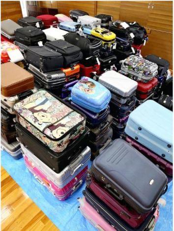 สนามบินญี่ปุ่นเตรียมปรับเงิน หลังนักท่องเที่ยวทิ้งกระเป๋าเดินทางเป็นภูเขาเลากา