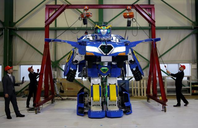 เอาแล้วไง! ญี่ปุ่นเผยโฉมหุ่นยนต์แปลงร่างเป็นรถแบบในหนังทรานซ์ฟอร์มเมอร์