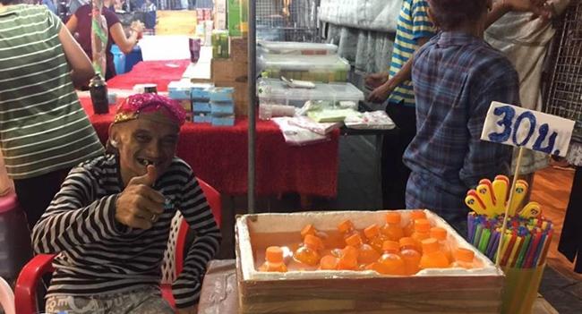 """ชีวิตไม่แน่นอน!! """"อ่าง เถิดเทิง"""" สู้ชีวิตผันตัวขายน้ำส้ม ด้านแฟนคลับแห่ให้กำลังใจ"""