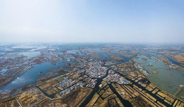 ภาพถ่ายทางอากาศเมื่อวันที่ 29 มี.ค. 2018 หมู่บ้านท่ามกลางทะเลสาบเป่ยหยังเตี้ยนในเขตเศรษฐกิจใหม่สยงอัน มณฑลเหอเป่ย เขตเศรษฐกิจใหม่สยงอัน