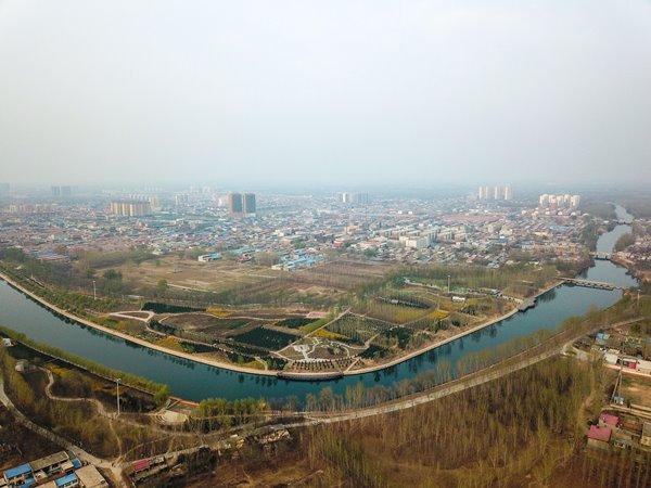 แม่น้ำต้าชิ่ง และสภาพแวดล้อมรอบๆในอำเภอสยงเซี่ยน ซึ่งเป็นส่วนหนึ่งของเขตเศรษฐกิจใหม่สยงอัน 30 มี.ค. 2018