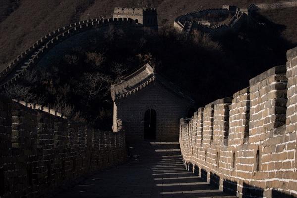 """จีนจับมือ """"อินเทล"""" พัฒนาโดรนอัจฉริยะช่วยบูรณะกำแพงเมืองจีน"""