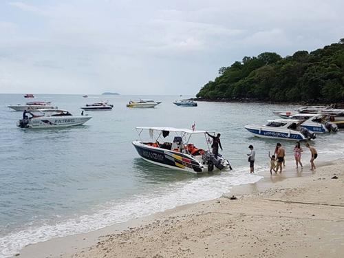 ผู้ประกอบการเรือโดยสาร ค้านไม่ใช้สะพานท่าเรือเกาะเสม็ด