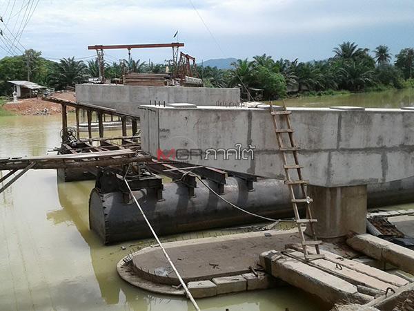 ผู้ว่าฯ จี้สร้างสะพานข้ามแม่น้ำตรังให้แล้วเสร็จ หลังล่าช้าทำชาวบ้านเดือดร้อนนานนับปี