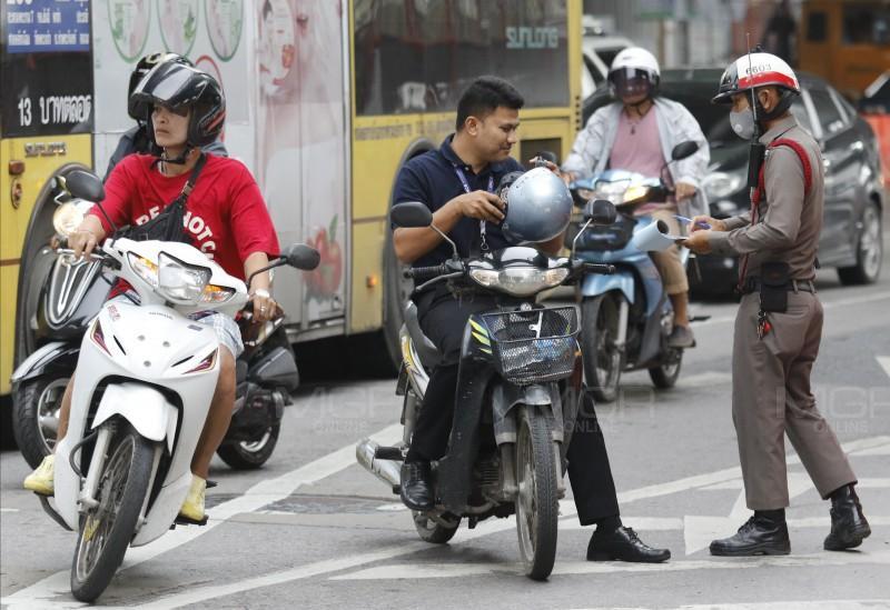 ปรับทั้งคนขับ-คนซ้อน! ฝ่าฝืนไม่ใส่หมวกกันน็อก ตามนโยบายด้านความปลอดภัยฯ