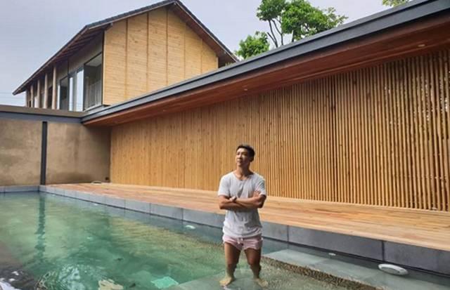 """""""บอย พิษณุ"""" เห่อบ้านใหม่ ดีใจมีสระว่ายน้ำเป็นของตัวเอง"""