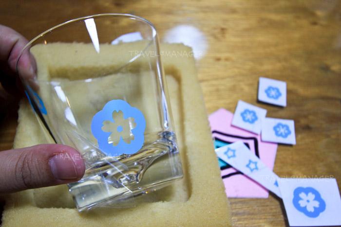 กิจกรรมพ่นทรายลงบนแก้ว