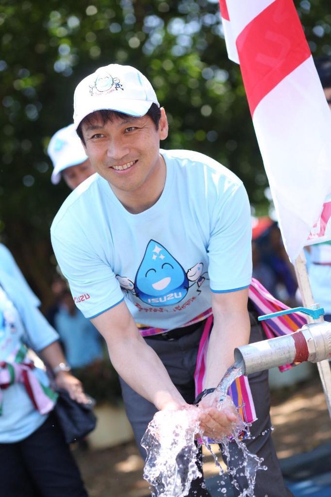 นายทาเคชิ คาซาฮาระ รองกรรมการผู้จัดการ บริษัท ตรีเพชรอีซูซุเซลส์ จำกัด