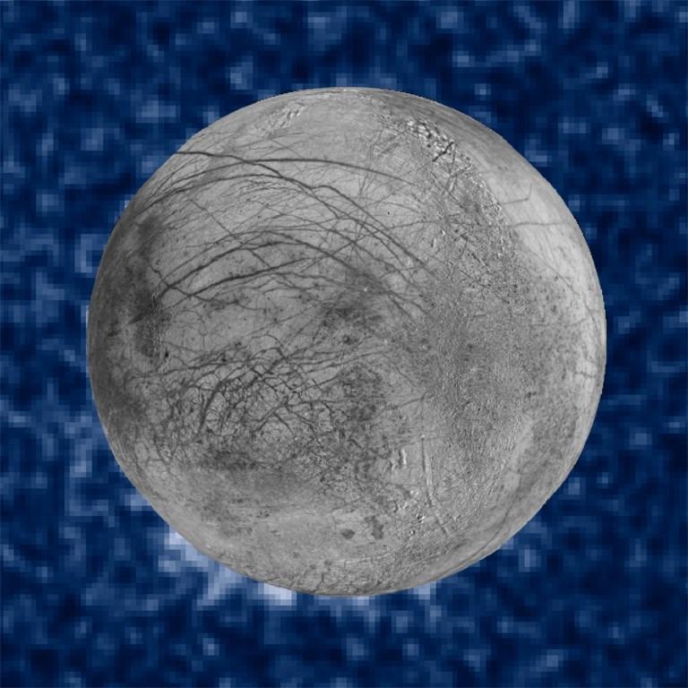 ภาพดวงจันทร์ยูโรปาขณะมีไอน้ำพุ่งออกมา ซึ่งนาซาได้ประมวลภาพดังกล่าวและเผยแพร่ออกมาเมื่อ 26 ก.ย.2016 (HO / NASA / AFP)