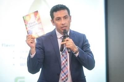 Dr.Patricio R. Lozano ผู้เชี่ยวชาญด้านการรังสรรค์กลิ่นรส จากบริษัทโคคาโคล่า ประเทศสหรัฐอเมริกา