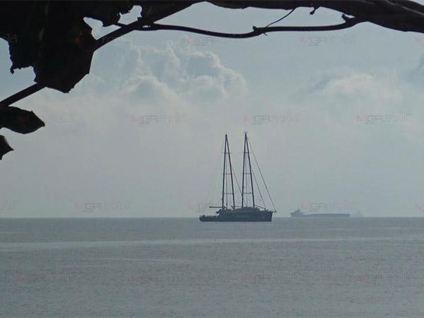 """""""เรนโบว์ วอร์ริเออร์"""" เรือธงกรีนพีซถึงสงขลาแล้ว พร้อมทำกิจกรรมด้านสิ่งแวดล้อม"""