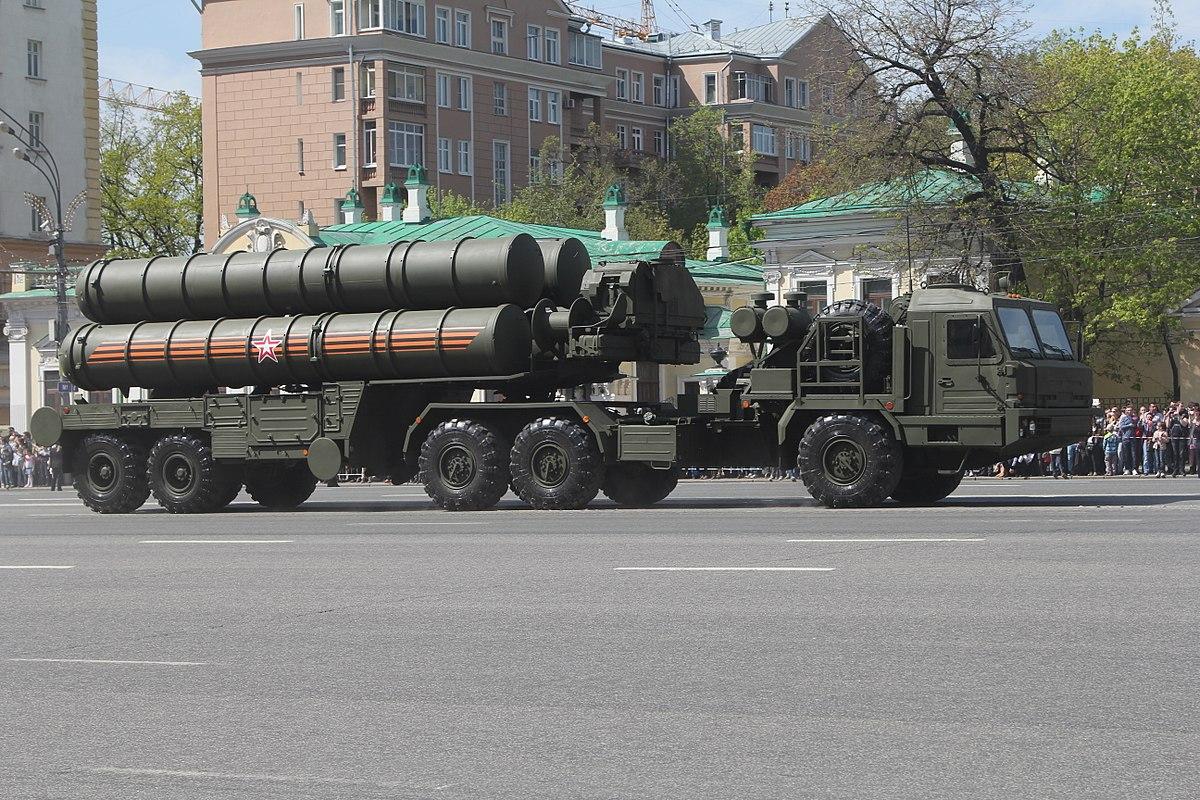<i>เครื่องยิงของระบบต่อสู้อากาศยาน เอส-400 ของรัสเซีย (ภาพจาก wikipedia) </i>