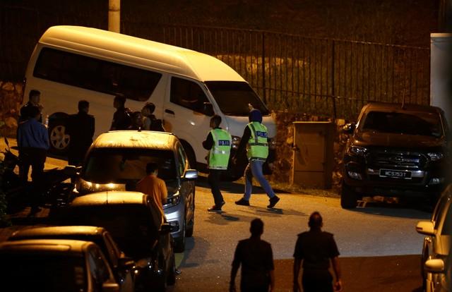 ตำรวจมาเลเซียหลายสิบนายบุกบ้านพักของอดีตนายกรัฐมนตรีนาจิบ ราซัค เมื่อช่วงค่ำวันพุธ(16พ.ค.)