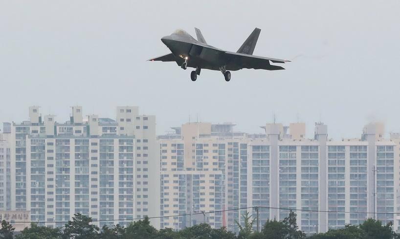 เครื่องบันขับไล่ F-22 แร็พเตอร์ ของกองทัพอากาศสหรัฐฯ