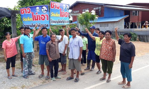 พรึบ! ชาวบ้านลงขันติดป้ายเต็ม 3 หมู่บ้านสุโขทัย ต้านแผนผุดโรงไฟฟ้าชีวมวล