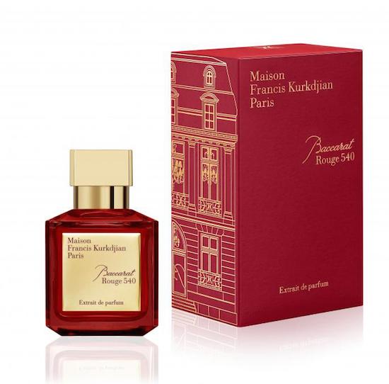 Baccarat Rouge 540 Extrait de Parfum สร้างสรรค์กลิ่นหอมโดยเติมพลังและรัศมีของทั้ง 3 กลิ่นที่ประกอบสร้างเป็น Eau de Parfum ให้กลิ่นแรกจากจัสมิน กรานดิฟลอรัมจากอียิปต์ และอัลมอนด์จากประเทศโมร็อกโก เป็นต้น