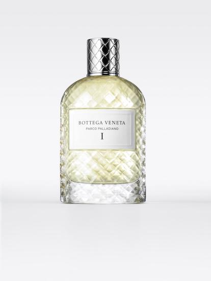 น้ำหอม Parco Palladiano จาก Bottega Veneta ที่ให้กลิ่นหอมถึง 6 กลิ่นสำหรับผู้ชายและผู้หญิง โดยแต่ละกลิ่นได้กลั่นเอาจุดตัดแห่งวัฒนธรรมกับธรรมชาติมาไว้ด้วยกัน กลายเป็นภาพอันแสนเลิศเลอแห่งการอยู่ร่วมกันในแบบอุดมคติ