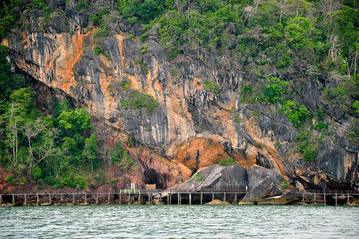 สะพานข้ามกาลเวลาที่มองเห็นหินสองยุค