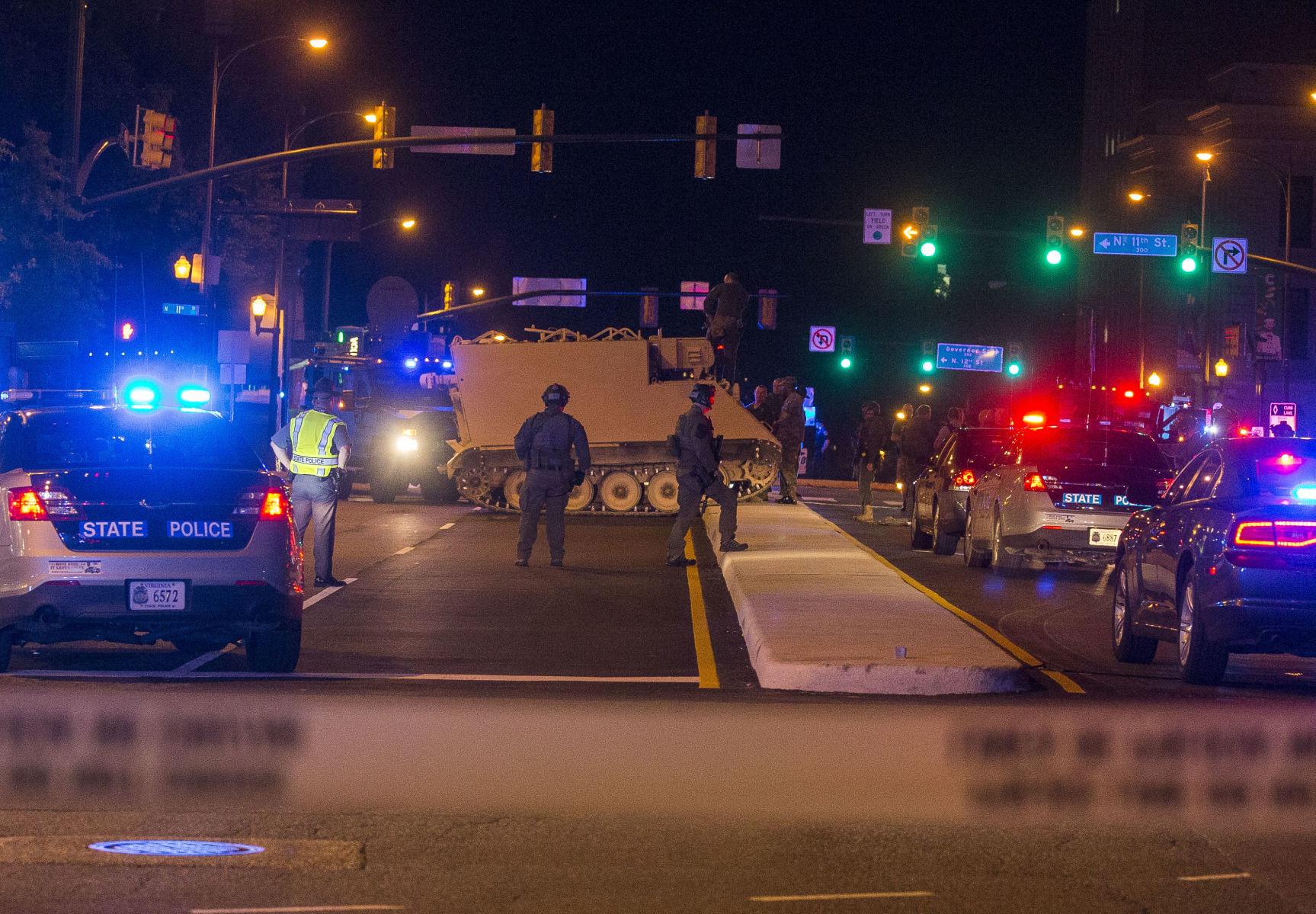 ทหารมะกันขโมยรถหุ้มเกราะซิ่งป่วนเมือง ตำรวจตามไล่ล่ากันจ้าละหวั่น(ชมคลิป)