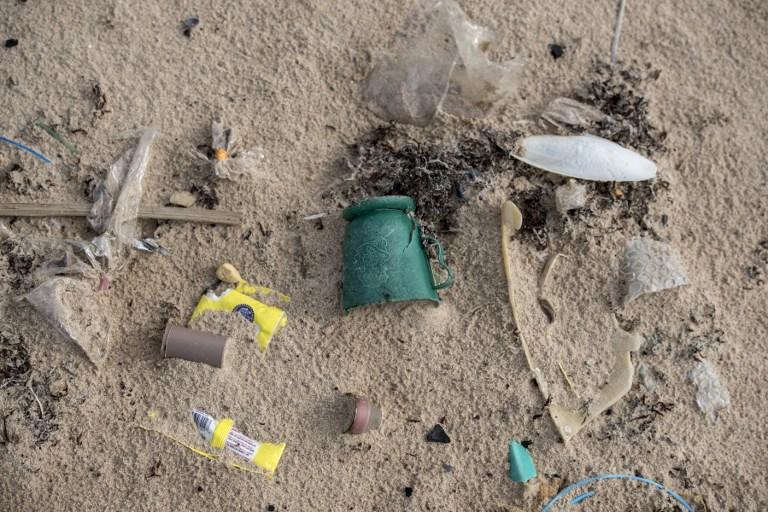 ขยะที่ชายหาดไนจีเรีย (STEFAN HEUNIS / AFP)