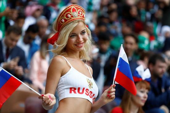 สาวรัสเซีย ได้โอกาสสานสัมพันธ์กับหนุ่มๆต่างชาติ