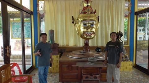 ใหญ่จริง! วัดดังอ่างทองสร้างเศียรพ่อแก่ใหญ่สุดในประเทศไทย