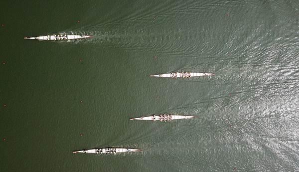 ภาพการแข่งเรือที่เมืองหยังโจว มณฑลเจียงซู ภาพวันที่ 18 มิ.ย. 2018 (ภาพ ซินหวา)