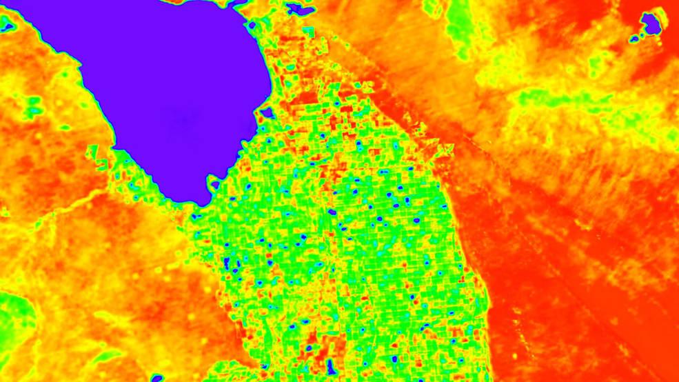 ภาพจำลองข้อมูลอุณหภูมิพื้นผิวโลกจากการวัดของอีโคสเตรส โดยพื้นที่อุณหภูมิสูงจะอยู่ในโทนเหลืองแดง และอุณหภูมิต่ำกว่าจะอยู่ในโทนเขียว-น้ำเงิน (Credits: NASA/JPL-Caltech)