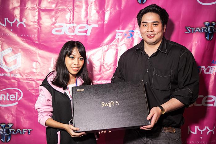 แชมป์รับโน้ตบุ๊ค Swift5 จากเอเซอร์