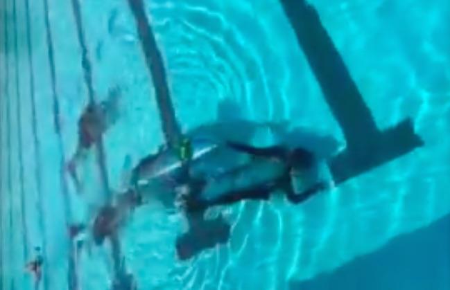 การทดสอบ rescue pod ในสระว่ายน้ำที่แอลเอ สหรัฐอเมริกา