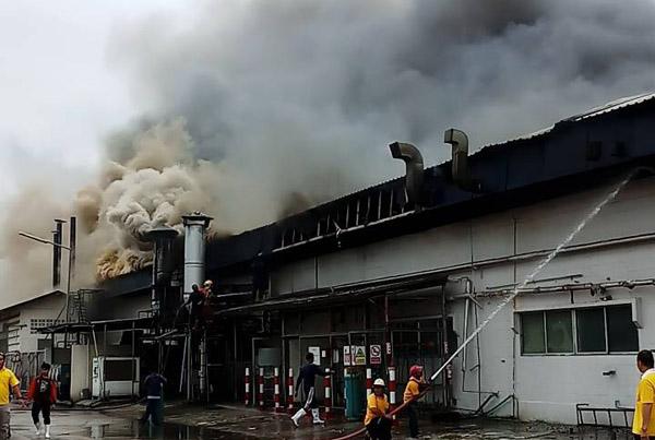 เพลิงไหม้โรงงานผลิตอาหารสำเร็จรูปส่งออกญี่ปุ่น ในเขตอุตฯ สุรนารีโคราช