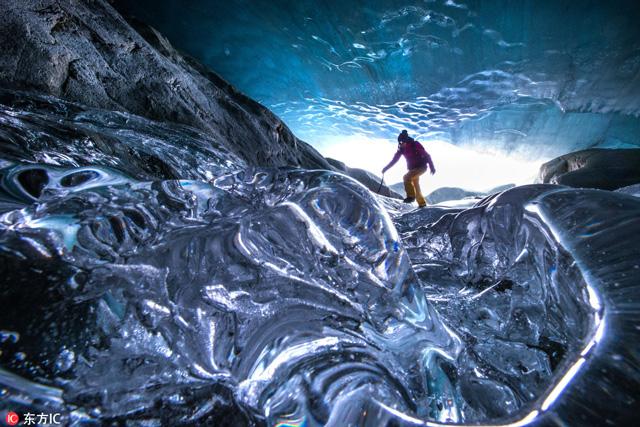 ทิวทัศน์อันน่าทึ่งที่ธารน้ำแข็ง Pitztal ในออสเตรีย เผยให้เห็นภูมิทัศน์อันใสชัดเจนภายในธารน้ำแข็งของออสเตรีย (ภาพโดย Christoph Jorda)