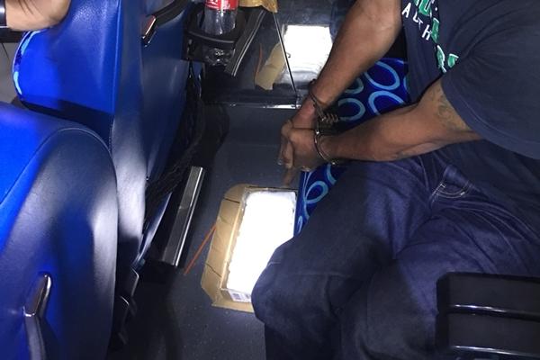 ตำรวจ/ทหารด่านตรวจภูเก็ตจับหนุ่มเมืองลุงลอบขนยาบ้าเข้าพื้นที่