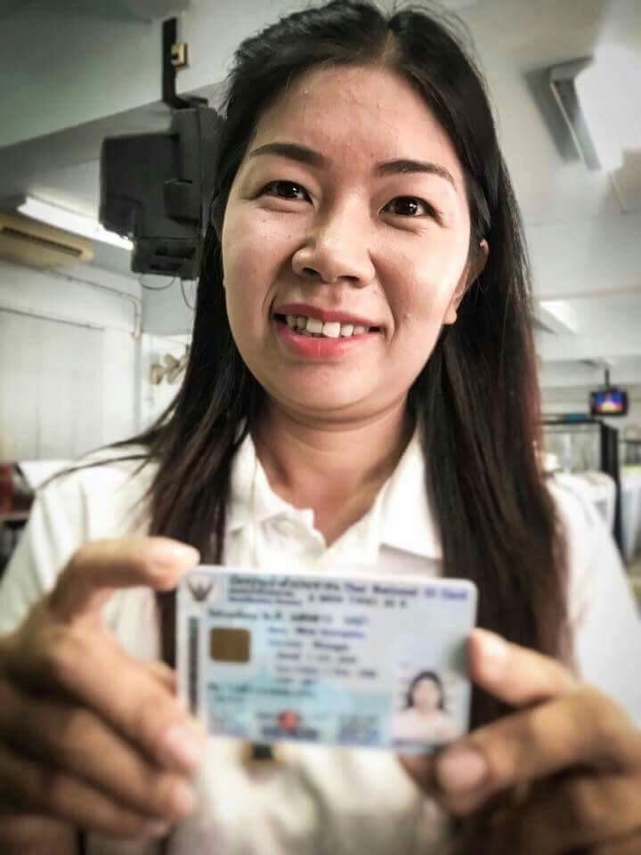 """ฝันเป็นจริง! """"แสงดาว"""" ครูดอยชาวไทใหญ่ ได้ """"สัญชาติไทย"""" แล้ว หลังรอมานานถึง 36 ปี"""