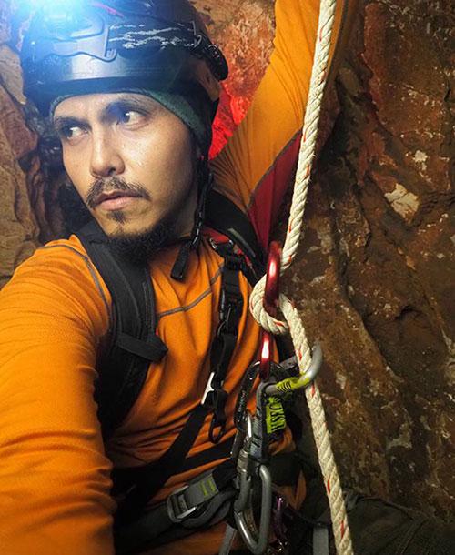 """มุดโพรงถ้ำหลวง ลอดปล่องลี้ลับ """"บังโฟล์ค"""" นักปีนเขา…กับเรื่องเล่าเขย่าขวัญ!"""