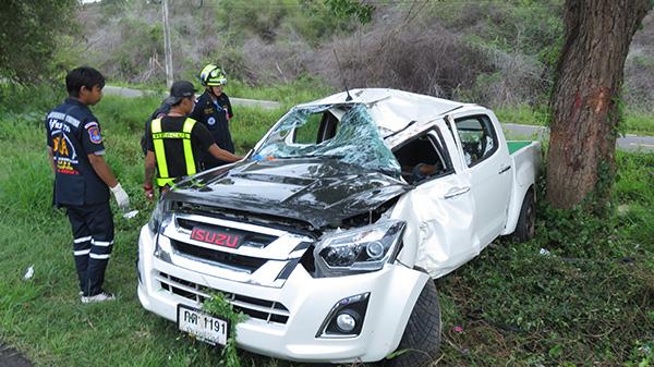 ช็อก !! ว่าที่เจ้าสาวเข่าทรุด พบว่าที่เจ้าบ่าว รถเสียหลักพุ่งชนต้นไม้เสียชีวิตคาที่